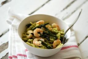 Trofie con pesto di asparagi e gamberetti